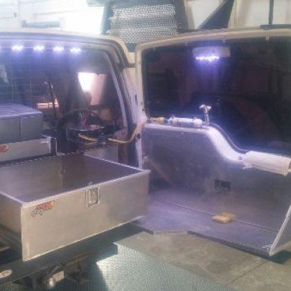 מגירות לרכב, משטח, מיכל מים לרכב ומתקן לקומפרסור 92