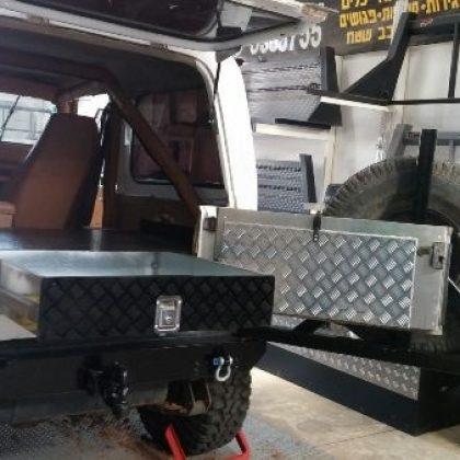 מגירות אחסון לרכב, מתקן לגלגל רזרבי ומדף נפתח 115