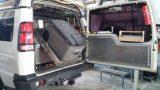 מגירה ומתקן על ציר נשלף למקרר