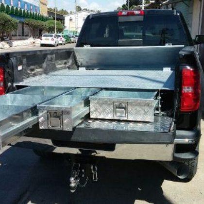 מגירות לטנדר, ארגז כלים ומיכל מים לרכב 117