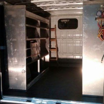 זיווד רכב : מדפי אלומיניום לרכב מסחרי 200