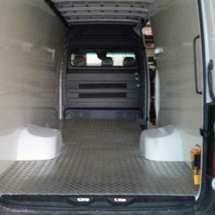 זיווד רכב : קירות דיקט ורצפת אלומיניום לרכב 246