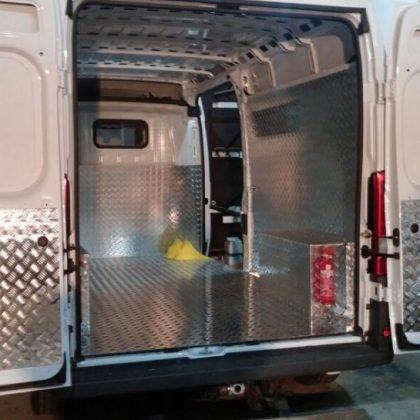 זיווד רכב : חיפוי אלומיניום ברצפה, קירות, דלתות ובתי גלגלים 228