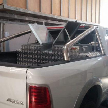 מיכל סולר עם ארגז למשאבת סולר ארגז כלים לרכב 302