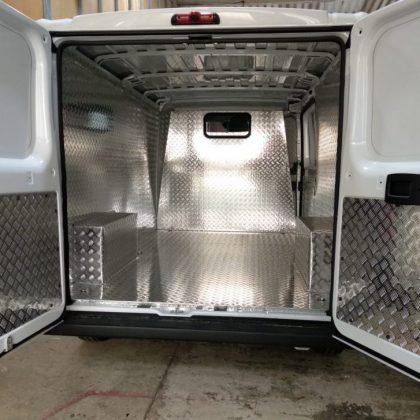 דיפון רכב : רצפה וקירות אלומיניום מרוג 330