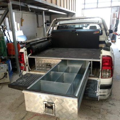 מגירות לרכב, ארגז כלים ומיכל מים  420
