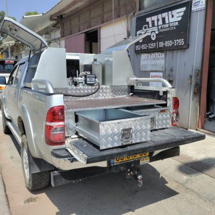 מגירות, ארגזים, מתקן נשלף למלחציים, מיכל מים וסולר 478